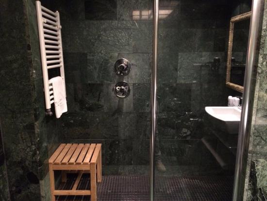 Catalonia Rigoletto: amazing shower