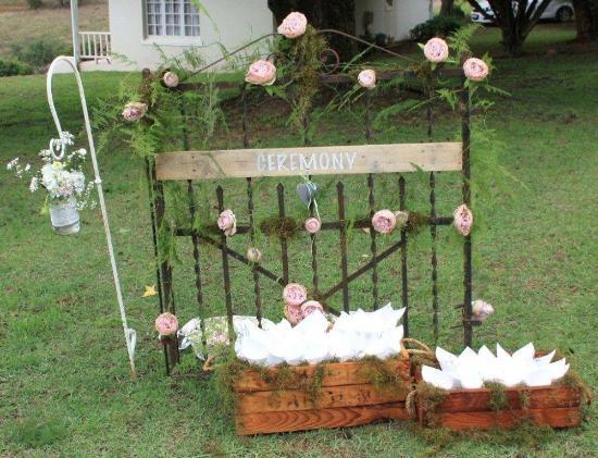 Lastingham Guest Lodge : Wedding decorations