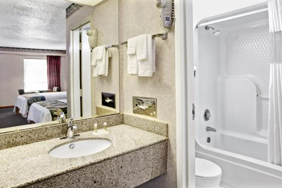 Days Inn Walterboro: Bathroom