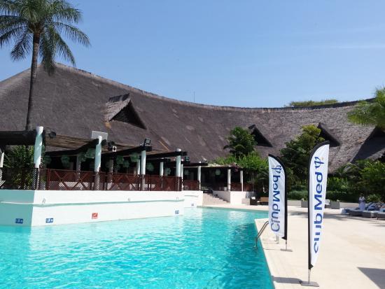 Un coin de piscine picture of club med cap skirring cap for Club de piscine