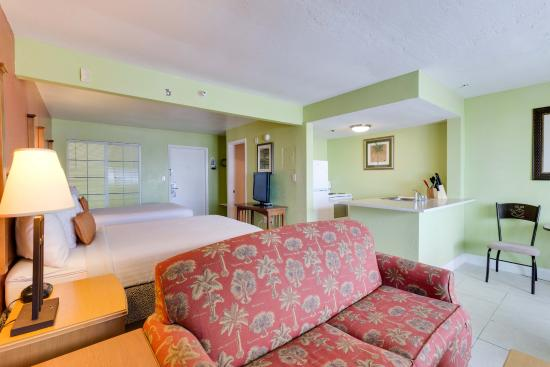 Beachfront Suite On Ft Myers Beach With Two Double Beds And A Full