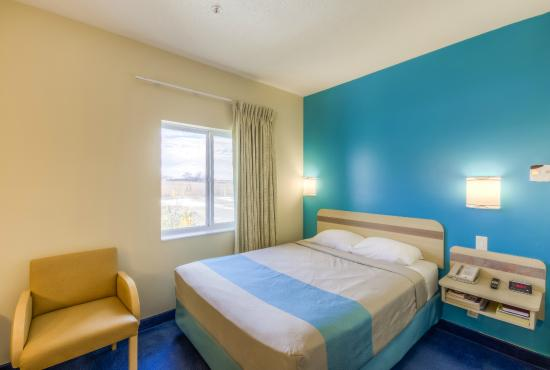 Motel 6 Estevan: One Queen with Kitchenette