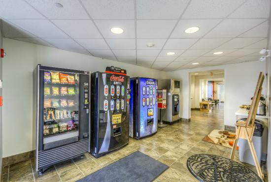 Motel 6 Estevan: Vending Machine