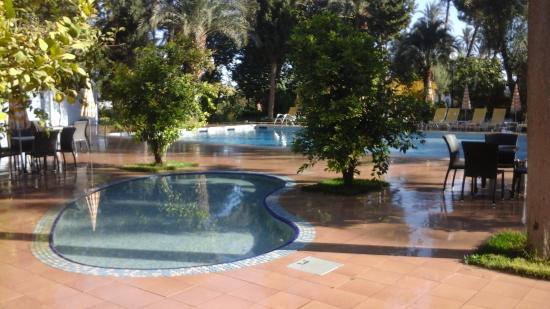 Bou-Saada, Algérie: Les piscines