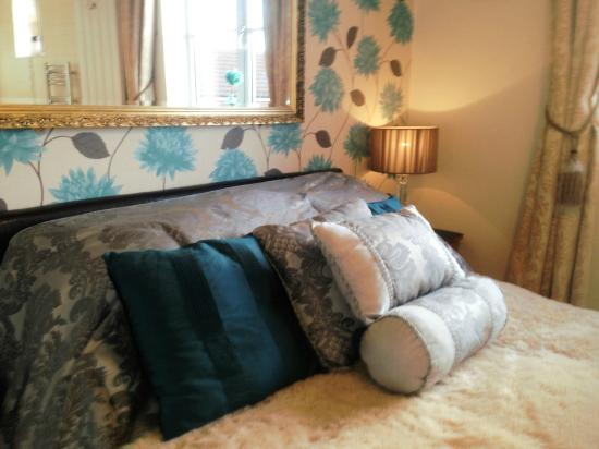 Abodes B&B: A Bed for you to enjoy!