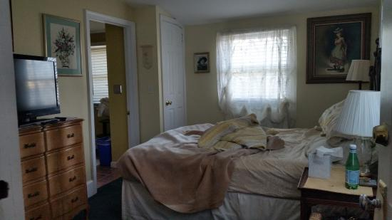 Bewitched & BEDazzled Bed & Breakfast: the room