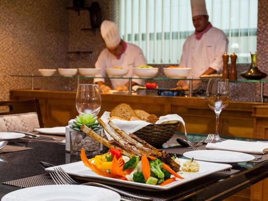Flora Grand Hotel: Dining