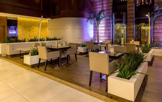 Flora Grand Hotel: Al Nakheel Coffee Shop