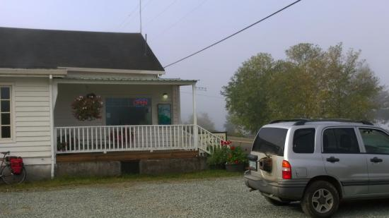 Wheeler, OR: Restaurant from parking lot