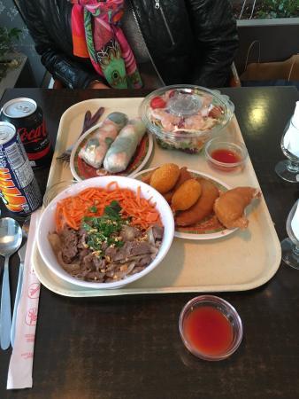 Poulet aux champignons avec un Orangina et du riz cantonais ...