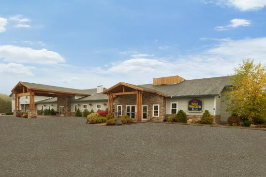 Best Western Plus Ticonderoga Inn & Suites: Exterior