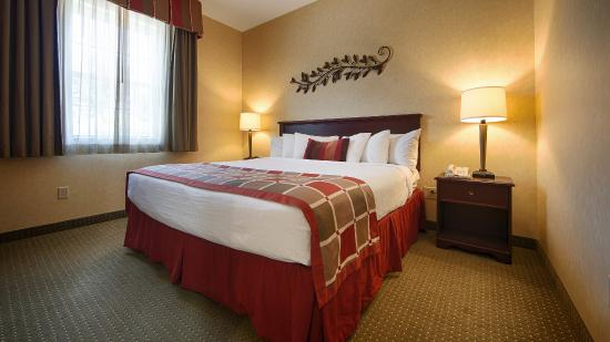 Best Western Plus Ticonderoga Inn & Suites: Guest Suite