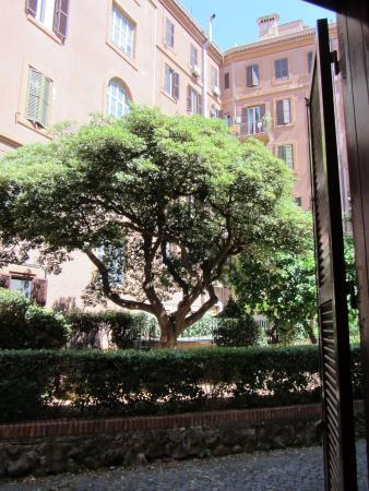 Residence San Pietro La Corte: Courtyard Area