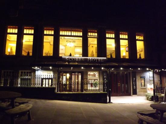 BEST WESTERN Scores Hotel: Hotel Entrance