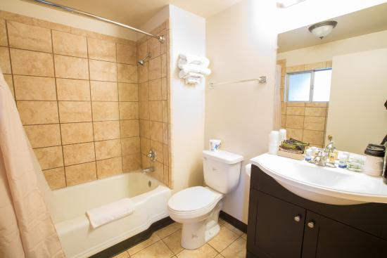Dayton, WA: Bathroom
