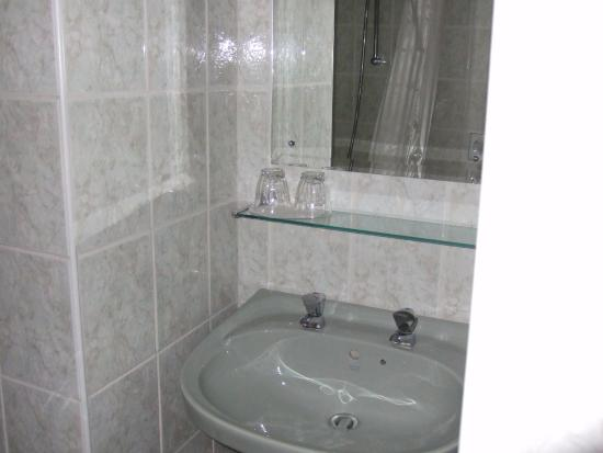 Dinas Mawddwy, UK: Bathroom sink in alcove