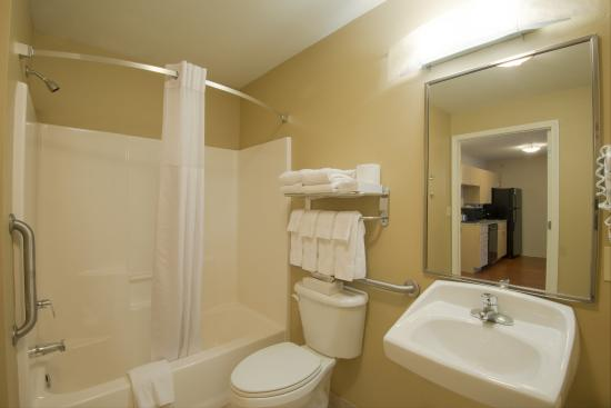 Candlewood Suites Sheridan: Guest Bathroom