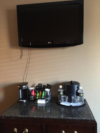 Gratz Park Inn: TV and Coffee