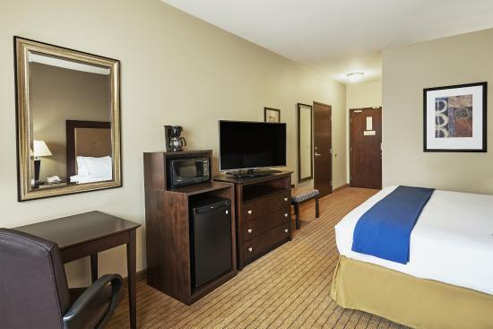 Verona, Wisconsin: King Guest Room
