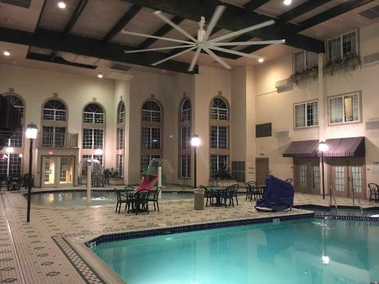 Hotels In Appleton Wi With Poolside Rooms