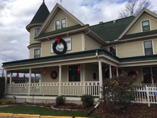 Westby, WI: Decorating for Christmas