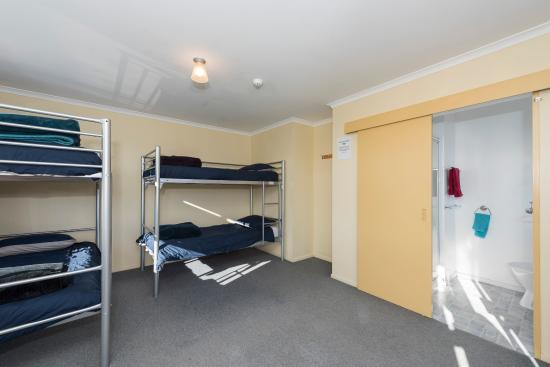 ‪‪Koanui Lodge & Backpackers‬: Lodge 4 Bed Ensuite Dorm‬