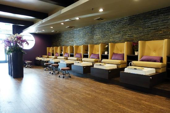 Glossy Nail Salon & Spa