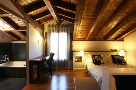 Photo of Hotel Iribarnia Lantz