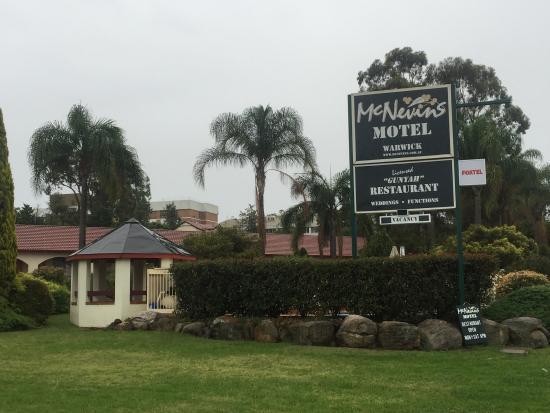 McNevin's Warwick Motel