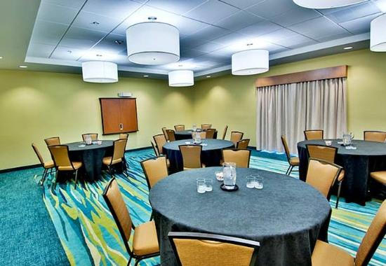 SpringHill Suites Corona Riverside: Meeting Room – Banquet Style