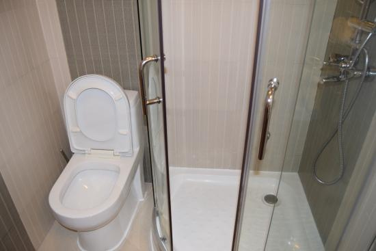 Reata Serviced Apartments: Bathroom 2