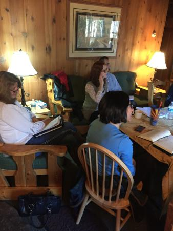 Arizona Mountain Inn & Cabins: Meeting in one of the cabines