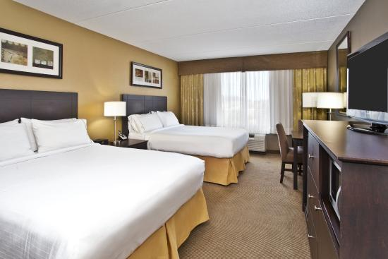 Holiday Inn Express Hotel & Suites Kingston: Spacious Two Queen Guest Room