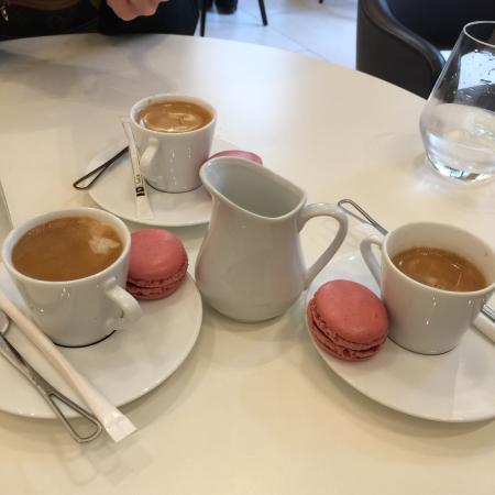 caf e tortas tudo delicioso picture of nespresso boutique paris tripadvisor. Black Bedroom Furniture Sets. Home Design Ideas