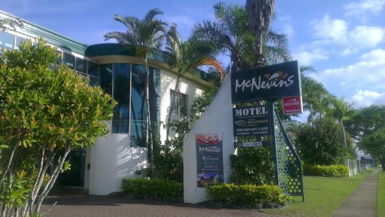 McNevins Maryborough Motel: Entrance