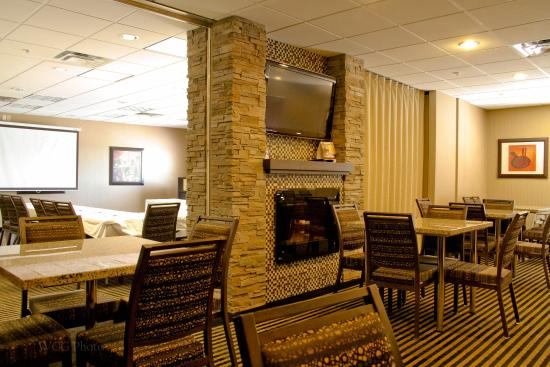 BEST WESTERN PLUS South Edmonton Inn & Suites: Breakfast Room