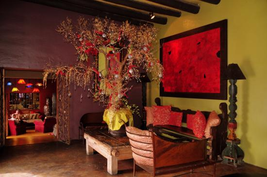 Todos Santos, Messico: Fantastic hotel lobby, bursting with colour & charm.