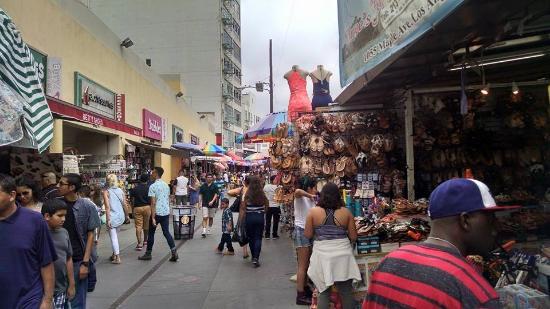 Foto de la fashion district los ngeles lots of hustle for Wholesale jewelry los angeles fashion district
