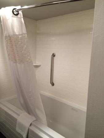 Hampton Inn New Orleans - St Charles Ave / Garden District: Room 420 - renovated
