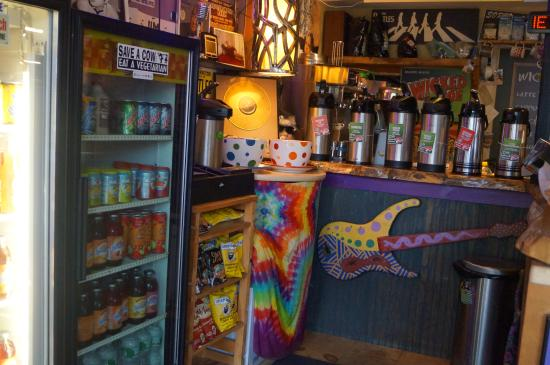 Mojo To Go : bright and funky interior