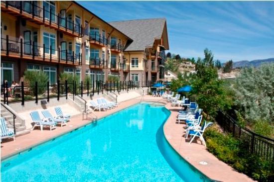 Summerland, Kanada: Outdoor Pool & Sun Deck