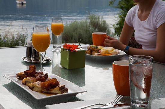 Summerland, Kanada: Breakfast at Waterfront Patio