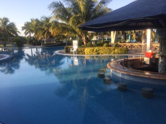 Piscine 2 picture of blau costa verde plus beach resort for Club piscine montreal locations