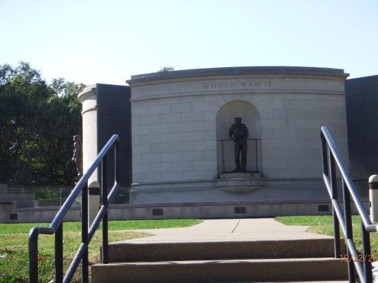 Charleston, WV: Veterans Memorial outside on the grounds