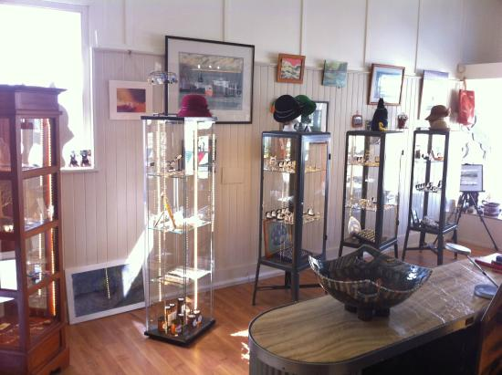 Woof Gallery: A wide and eclectic range of art, crafts and gifts, all produced locally by Huon Valley artisans