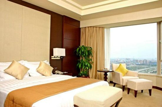 Fortuna Hotel: Deluxe King Room