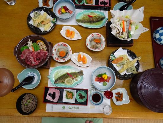 Hotel Kiso-onsen : 夕食の一部