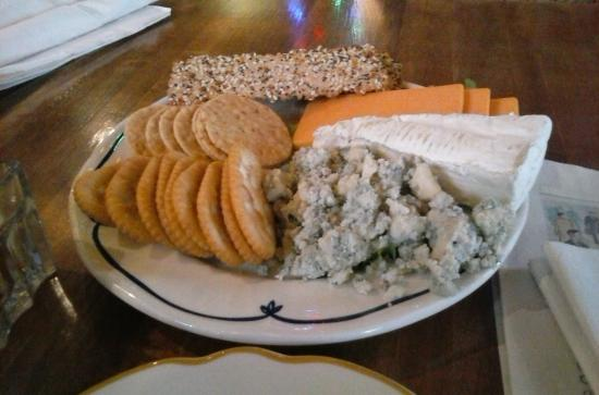 Brewery Creek Brewpub: Our cheese platter!