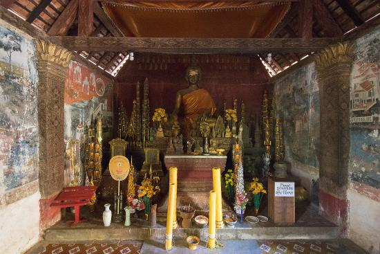 Interior of Wat Long Khoun.