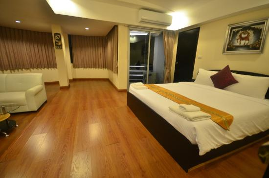Go Samui hotel: Family Suite (2 twin beds, 1 king size bed)+living space